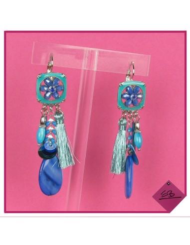 Boucles d'oreilles en métal argenté, pourtour en email bleu et diverses pampilles et pompons bleus