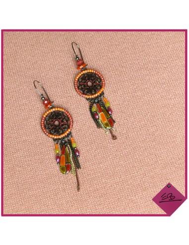 Boucles d'oreilles en métal vieilli diverses pampilles et perles orangées, moutarde et rouille
