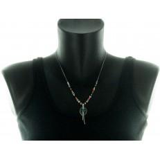 Collier de perles avec pendentif feuille