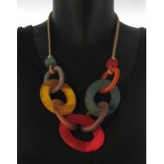 Collier lien imitation cuir anneaux ovales en résine multi-colore