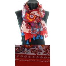 Foulard à dominance rouge et pompons rouges et bleus