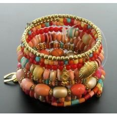 Bracelet à ressort et perles à dominance rose et diverses pampilles