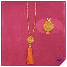 Collier de perles rouille à pompon